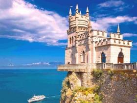 Замок Ласточкино гнездо в Крыму (Гаспра)
