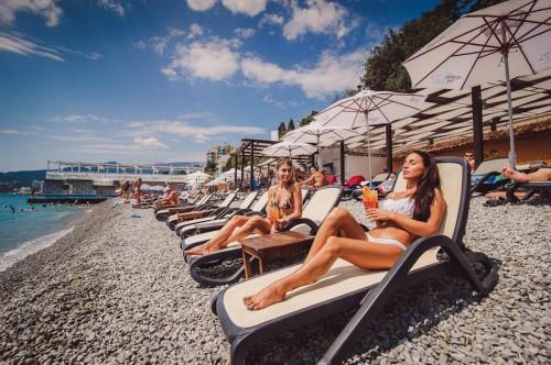 Молодежный отдых в Ялте на пляже